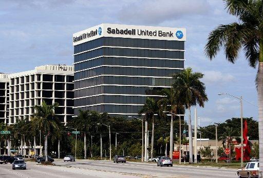 sabadell integra a lloyds y banco gallego