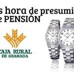 Caja Rural de Granada regala un reloj al domiciliar la pensión