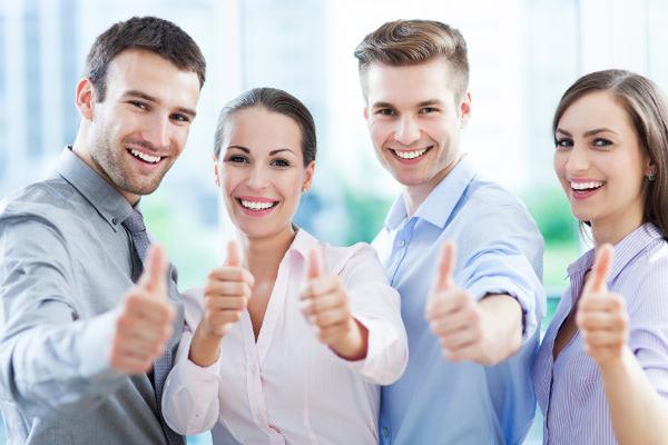 vender piso con agente inmobiliario joven