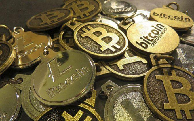 El Bitcoin alcanza su récord histórico y toca los 1.200 dólares