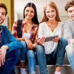 ¿Son los préstamos una alternativa para los universitarios sin beca?