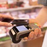 CaixaBank y Visa animan a los clientes sénior a pagar con el móvil