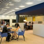 Un mes para que CaixaBank active su plan comercial en cuentas