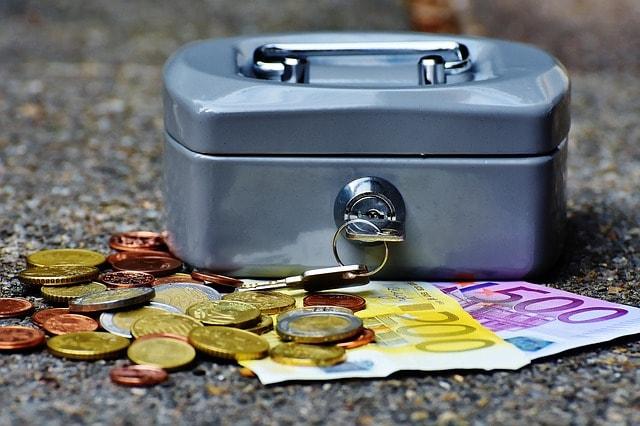 cashbox-1642989_640-min