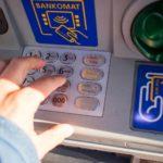 ¿Qué bancos me dejan sacar dinero sin tarjeta de un cajero?