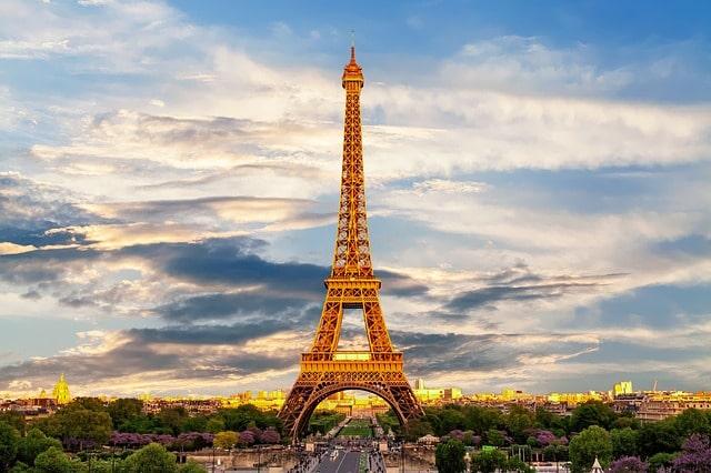 eiffel-tower-3349075_640-min