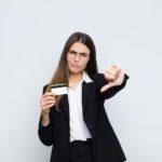 Primero las cuentas, ahora las tarjetas: CaixaBank sube la comisión casi un 30%