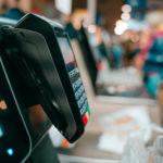 El límite para pagar con las tarjetas 'contactless' aumenta por el covid-19: ¿qué precauciones debemos tomar?