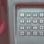 Te ofrecen un préstamo por teléfono: ¿qué información deben darte antes de contratarlo?