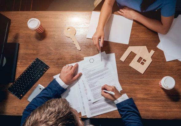 ¿Qué documentos necesito llevar a la notaría para firmar la venta de mi piso?