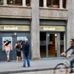 Cierre de oficinas bancarias: ¿podrán las administraciones de lotería tomar el relevo?